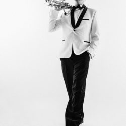 Эстрадный отдел проводит дополнительный набор детей от 7 лет в класс саксофона.