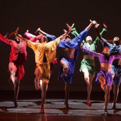 Взрослые тоже танцуют в «Фантазии»!